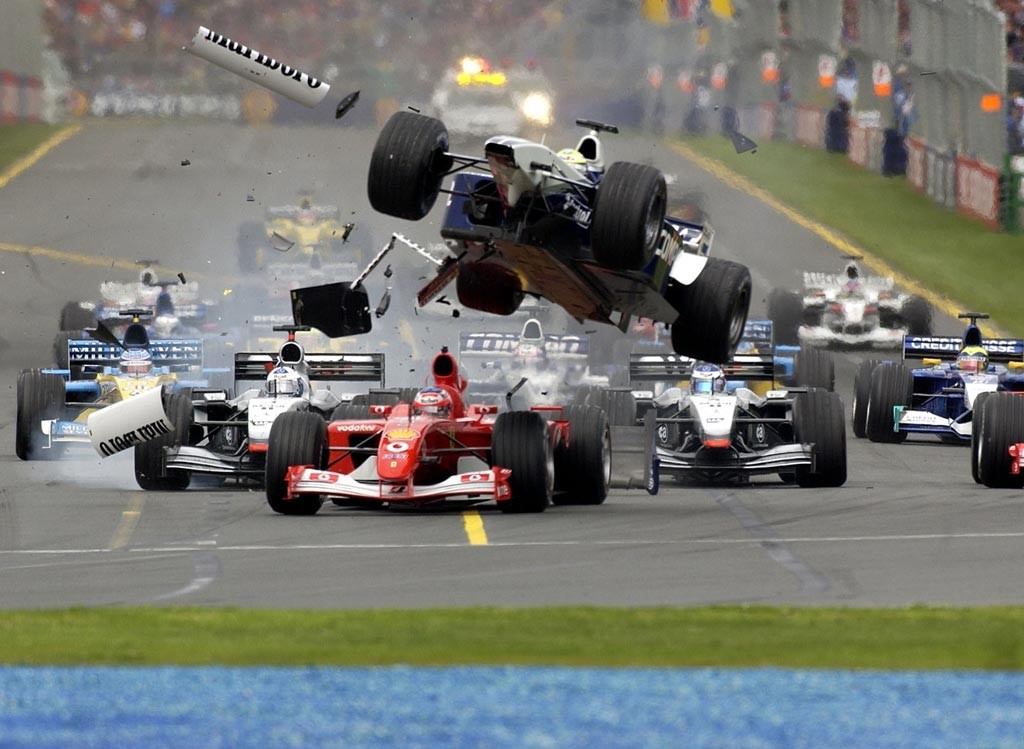 Accidente en la salida en el GP de Australia 2002