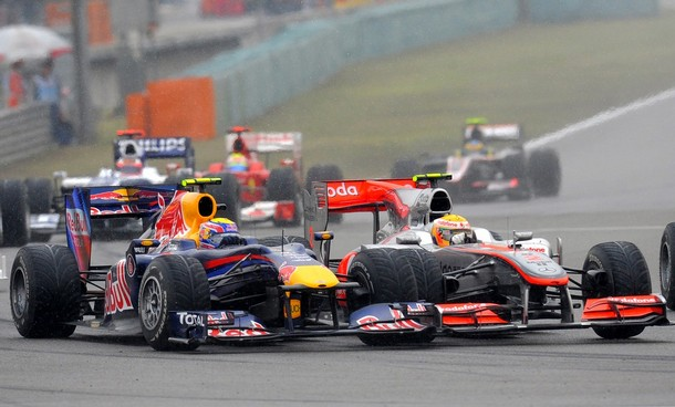 Mark Webber y Lewis Hamilton en el GP de China 2010