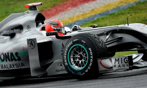 Michael Schumacher en la calificación del GP de Malasia 2010