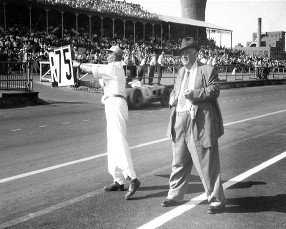 Neubauer siempre expectante. GP Inglaterra 1955