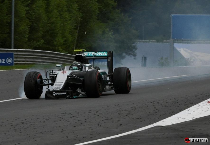 GP de Austria 2016: Hamilton choca con Rosberg en la última vuelta y le arrebata la victoria