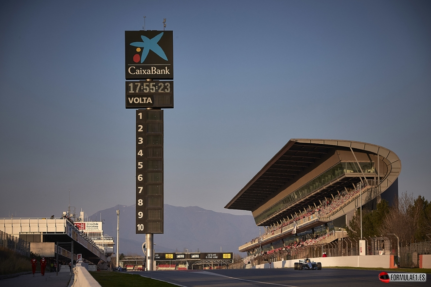 Lewis Hamilton se impone en Montmeló el primer día de test