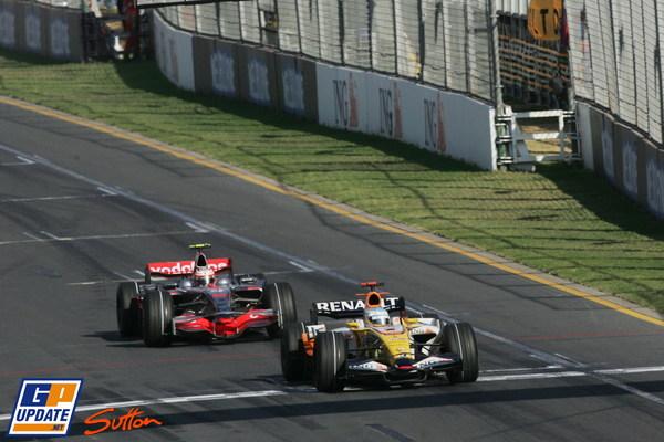 Alonso y detras Kovalainen