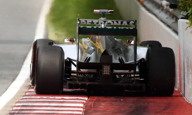 Michael Schumacher roza el muro de los campeones en Canadá