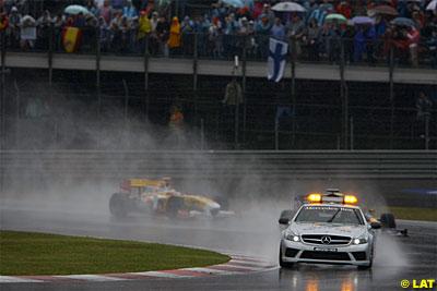 Vettel y Alonso en las primeras vueltas tras el Safety Car