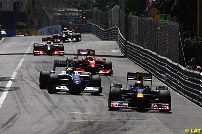 Vettel haciendo tapón al comienzo de carrera