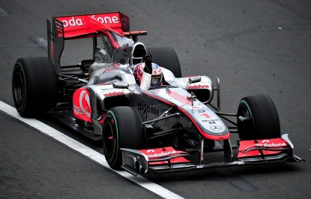 Jenson Button cruza la meta victorioso en Australia 2010