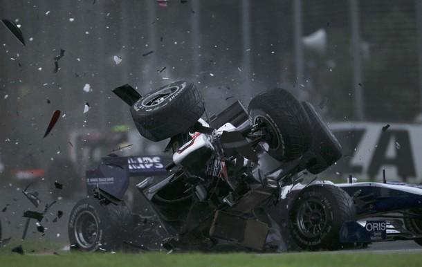 Accidente de Kamui Kobayashi en los comienzos del Gran Premio de Australia 2010