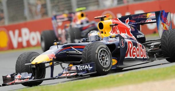 Sebastian Vettel, por delante de su compañero Webber en el Gran Premio de Australia 2010