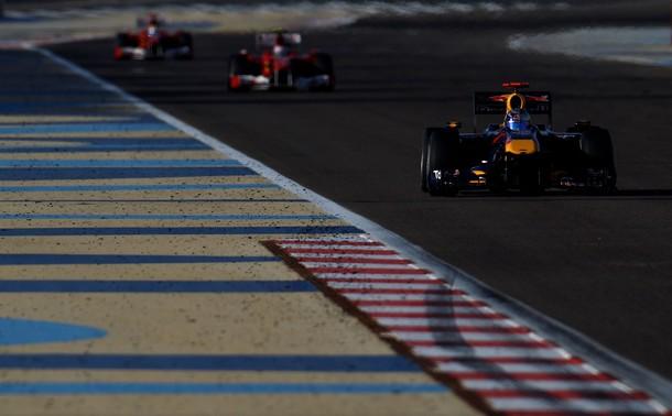 Sebastian Vettel liderando el Gran Premio de Bahrein 2010