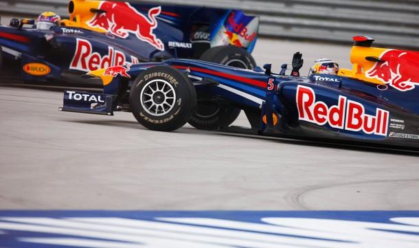 Vettel y Webber tras el accidente entre ambos