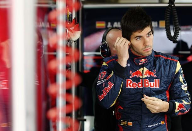 Jaime Alguersuari en el box de Toro Rosso