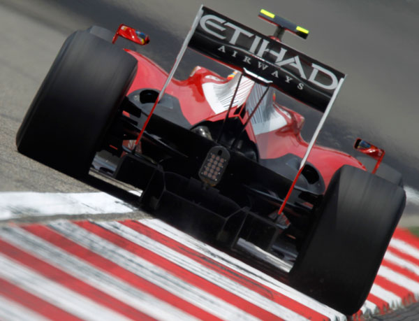 Fernando Alonso con el Ferrari F10