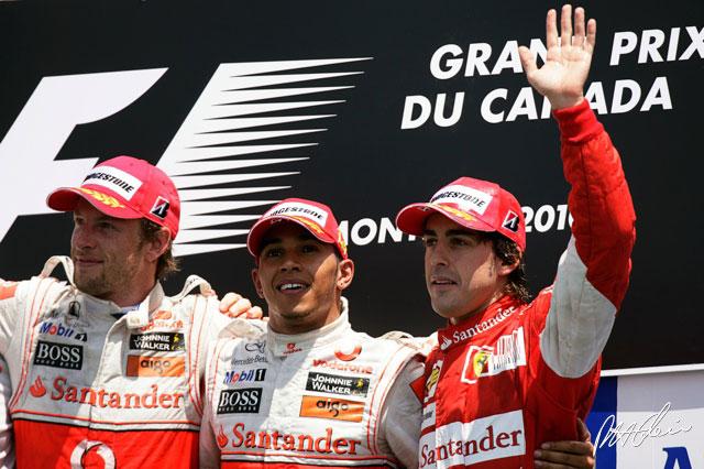 Jenson Button, Lewis Hamilton y Fernando Alonso en el podium del GP de Canadá 2010