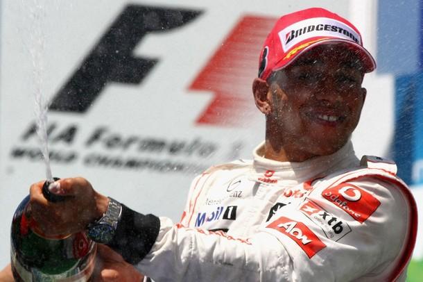 Lewis Hamilton en el podio del GP de Europa 2010