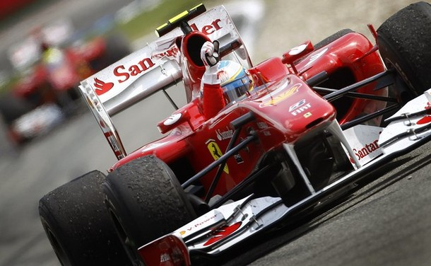 Fernando Alonso celebra su victoria en el GP de Alemania 2010
