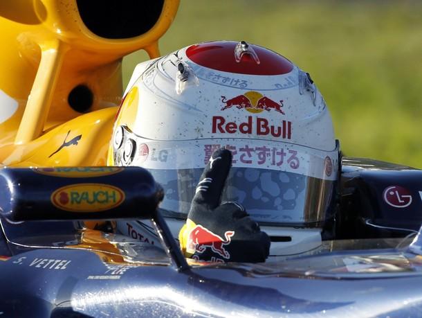 Sebastian Vettel celebra su victoria en el GP de Japón 2010