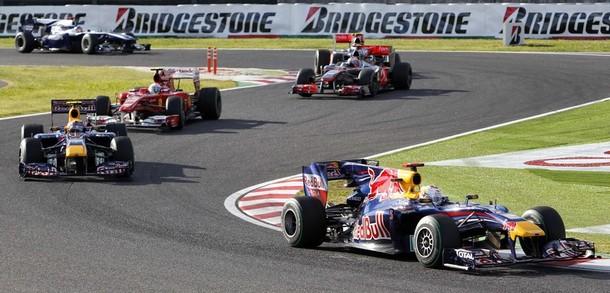 Sebastian Vettel por delante de Mark Webber y Fernando Alonso en el GP de Japón 2010