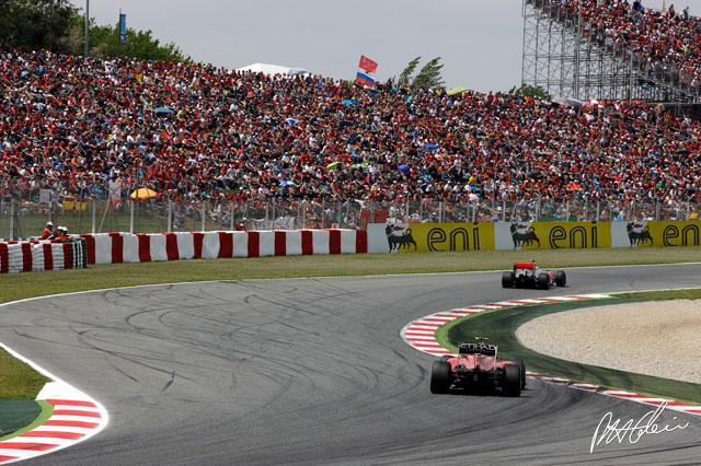 Fernando Alonso y Lewis Hamilton durante el GP de España 2010