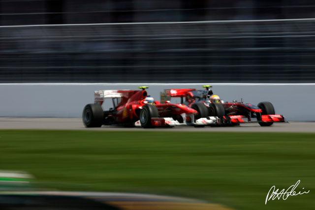 Fernando Alonso y Lewis Hamilton durante el GP de Canadá 2010