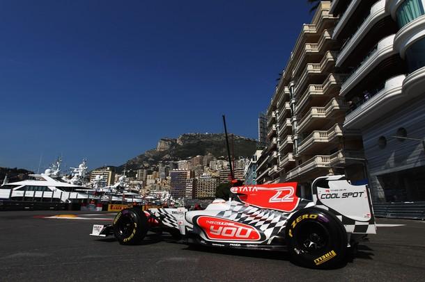 Narain Karthikeyan durante los entrenamientos del GP de Mónaco de F1