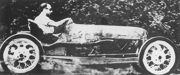 Fangio en los años 30, con su primer Ford adaptado.