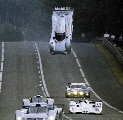 Mark Webber vuela con su Mercedes en Le Mans 1999