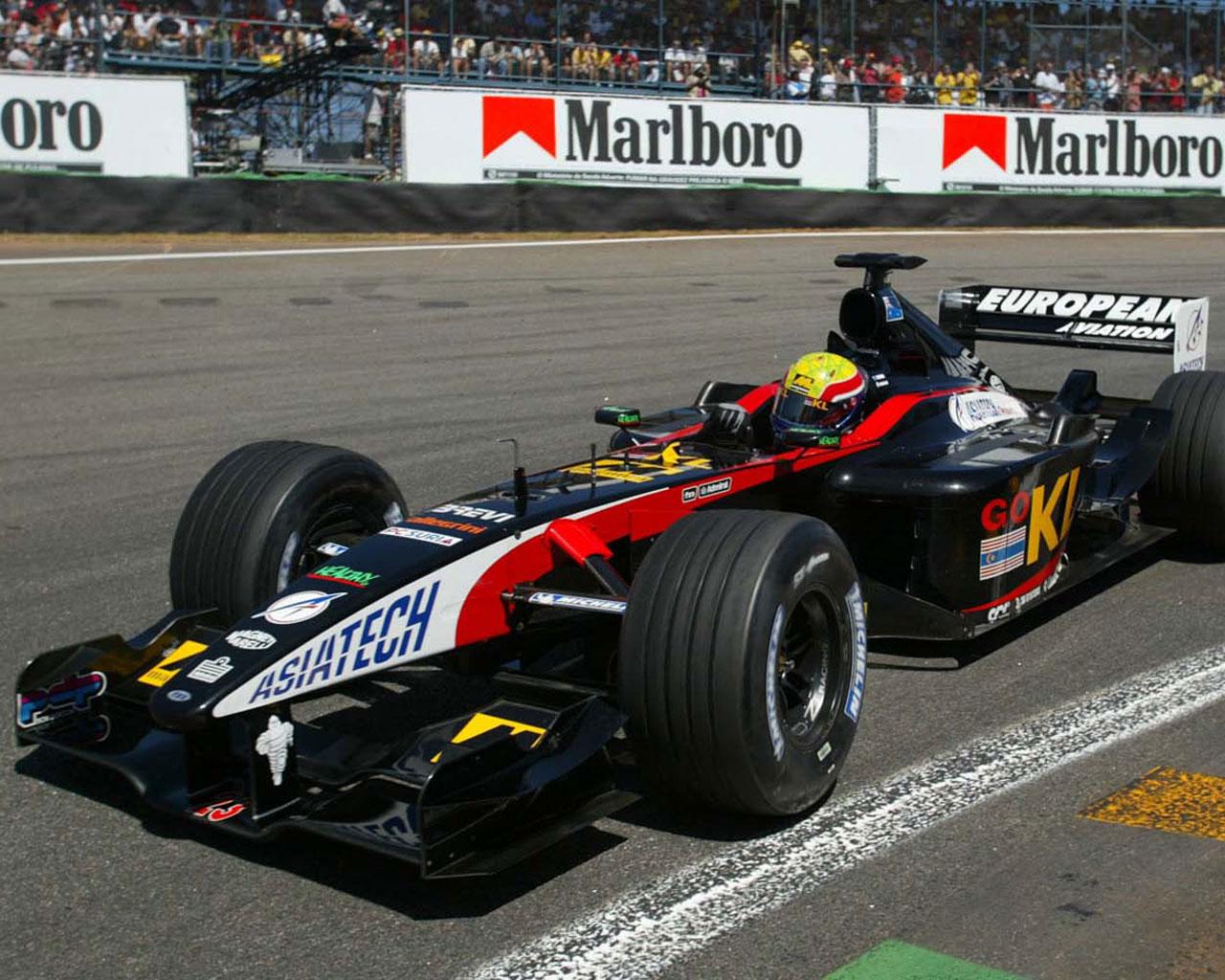 Mark Webber con el Minardi en 2002