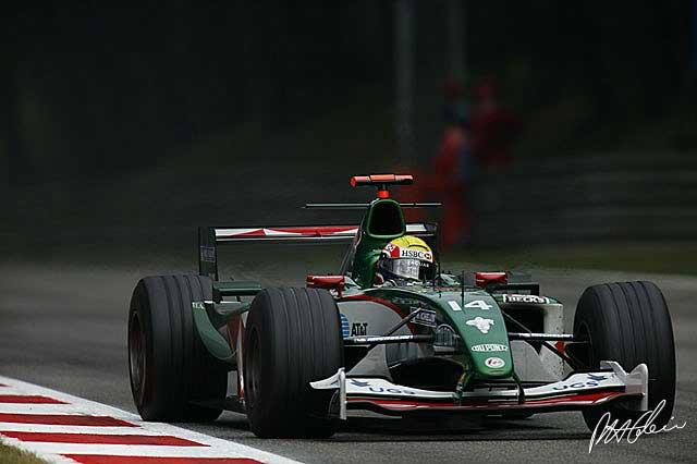 Mark Webber en el GP de Italia en 2004 con el Jaguar