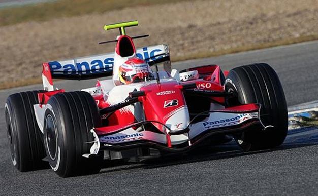 Kobayashi en unos test de F1 con el Toyota TF107. Jerez 2007