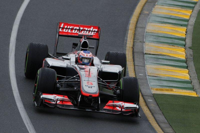 Jenson Button pilota hacia la victoria en el GP de Australia 2010