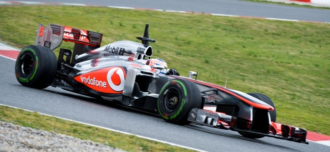 Jenson Button durante los tests de pretemporada 2013 en Montmeló