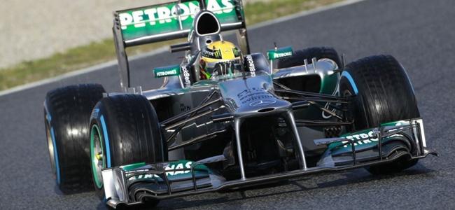 Lewis Hamilton durante los tests de pretemporada 2013 en Montmeló