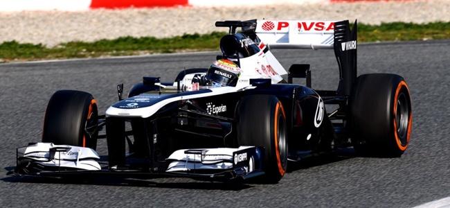 Pastor Maldonado durante los tests de pretemporada 2013 en Montmeló