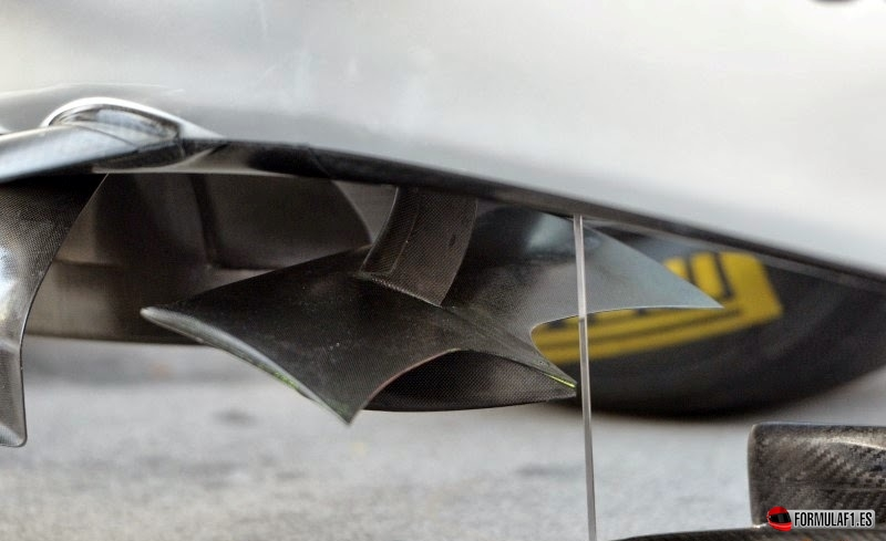 Aleta horizontal debajo de la nariz del Mercedes W05
