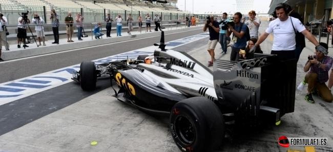 Stoffel Vandoorne, McLaren, Test Abu Dabi 2014