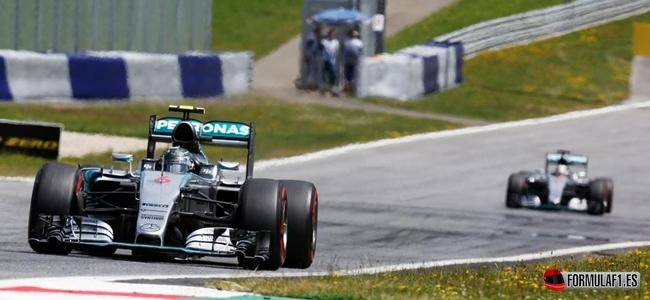 GP de Austria 2015: Rosberg gana en un fuerte accidente entre Alonso y Räikkönen