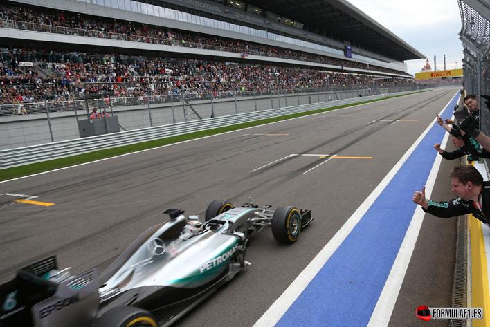 Hamilton vence en el GP de Rusia 2015