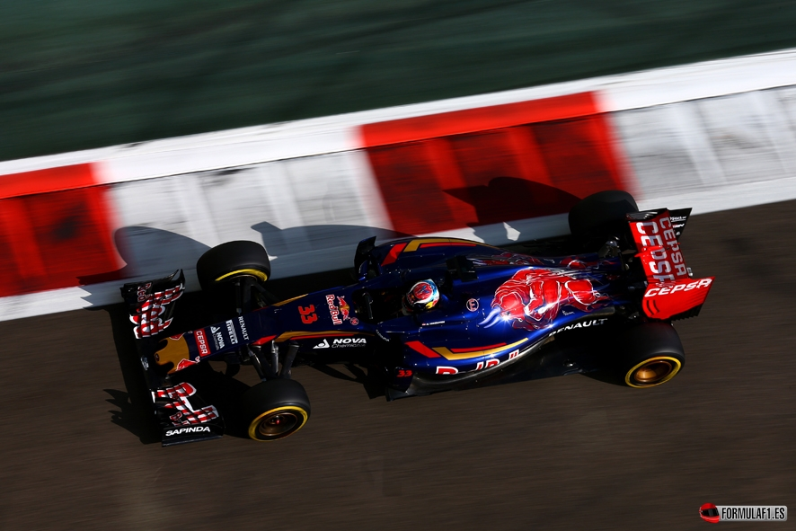 ABU DHABI, UNITED ARAB EMIRATES - NOVEMBER 27:  Max Verstappen of Netherlands and Scuderia Toro Rosso drives during practice for the Abu Dhabi Formula One Grand Prix at Yas Marina Circuit on November 27, 2015 in Abu Dhabi, United Arab Emirates.  (Photo by Clive Mason/Getty Images) // Getty Images/Red Bull Content Pool // P-20151127-00969 // Usage for editorial use only // Please go to www.redbullcontentpool.com for further information. //