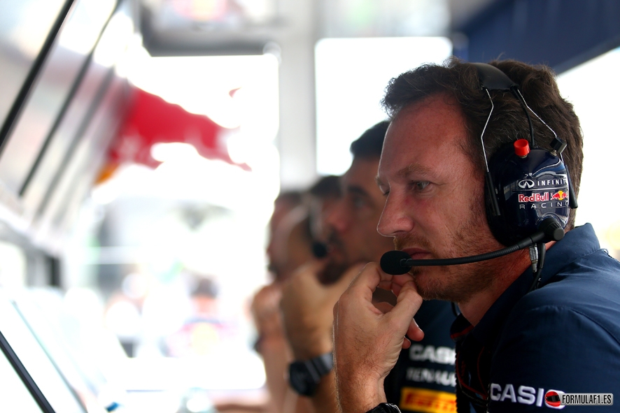 SAO PAULO, BRAZIL - NOVEMBER 15: Infiniti Red Bull Racing Team Principal Christian Horner works on the pit wall during the Formula One Grand Prix of Brazil at Autodromo Jose Carlos Pace on November 15, 2015 in Sao Paulo, Brazil. (Photo by Mark Thompson/Getty Images) // Getty Images/Red Bull Content Pool // P-20151115-00644 // Usage for editorial use only // Please go to www.redbullcontentpool.com for further information. //