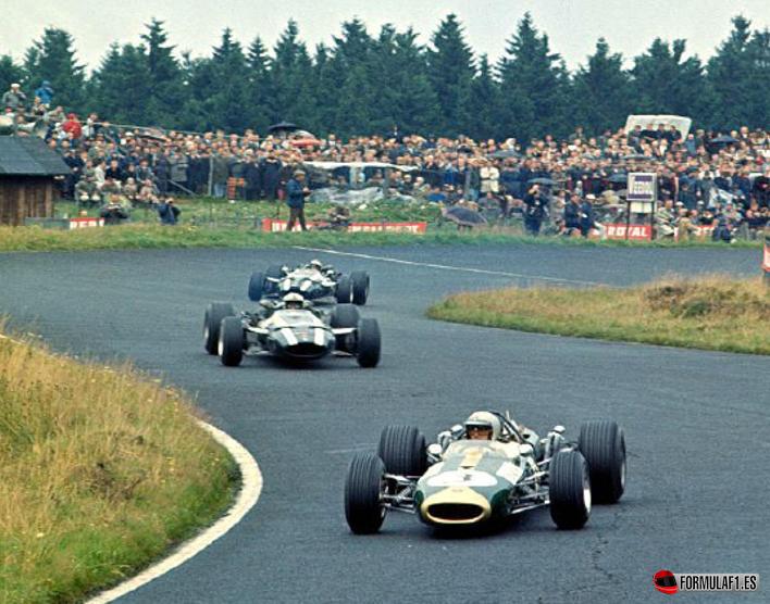 Brabham rueda delante de los Cooper. GP Alemania 1966