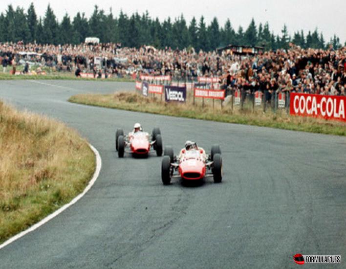 Los pilotos de Ferrari a mitad de carrera. GP Alemania 1966