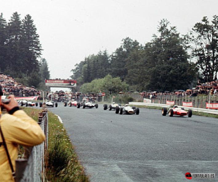 Primeros metros de este trágico GP Alemania 1966