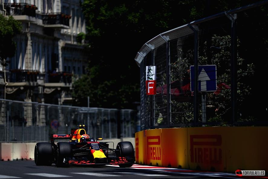GP de Azerbaiyán 2017- Libres 1: Los Red Bull lideran en Bakú tras el accidente de Checo Pérez