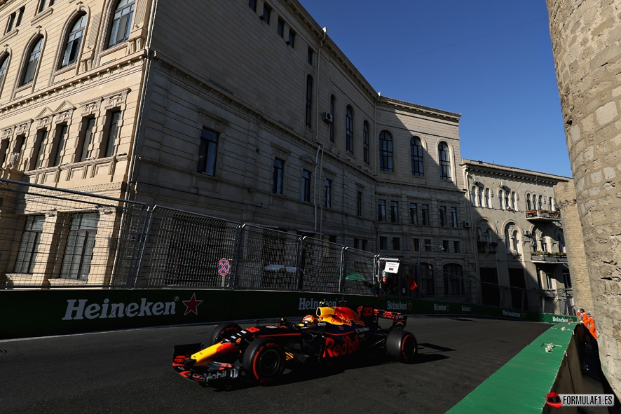 GP de Azerbaiyán 2017- Libres 2: Verstappen se mantiene en cabeza antes de estrellarse