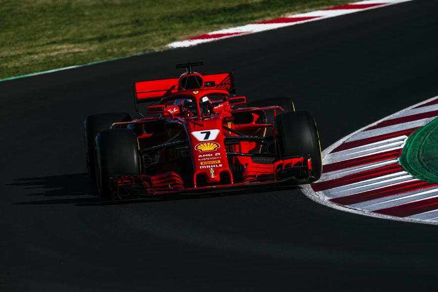 Raikkonen lidera la última jornada por delante de Alonso y Sainz