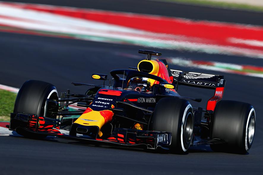 Ricciardo bate el récord pero Alonso rompe motor