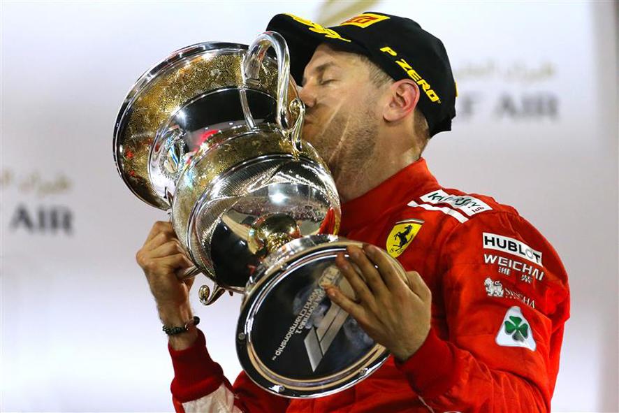 GP de Baréin 2018: Vettel resiste a Bottas y Ferrari vence en el desierto