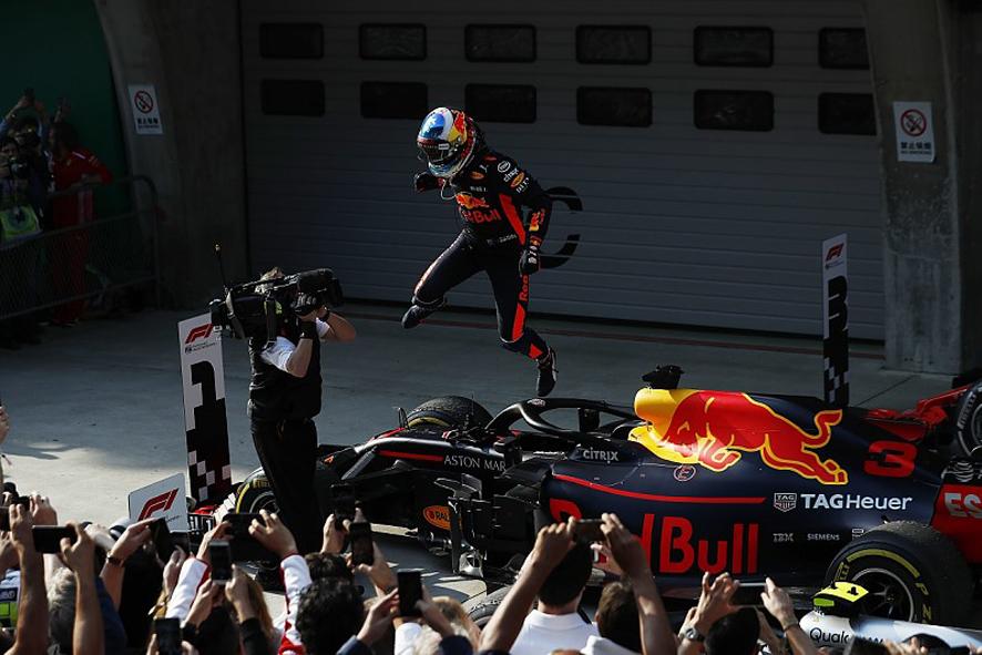 GP de China 2018: Ricciardo vence tras el choque de Verstappen con Vettel