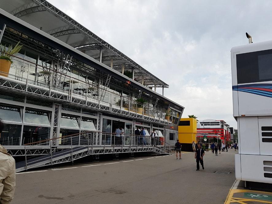 Ven con FórmulaF1.es al paddock de Montmeló durante los test de Barcelona